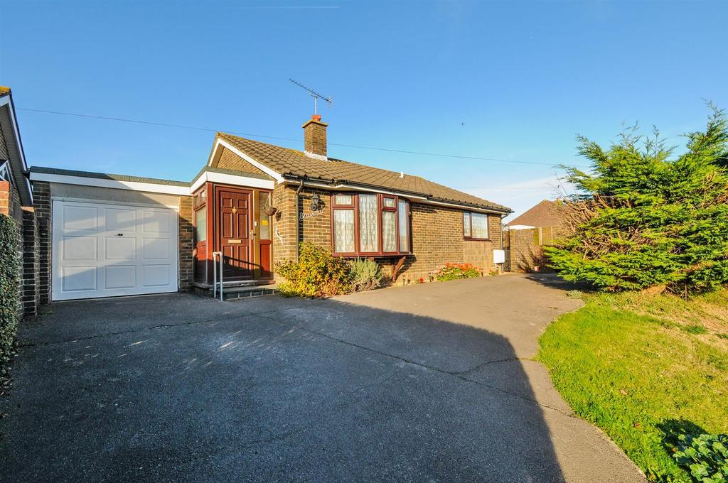 3 Bedrooms Detached Bungalow for sale in The Street, Walberton