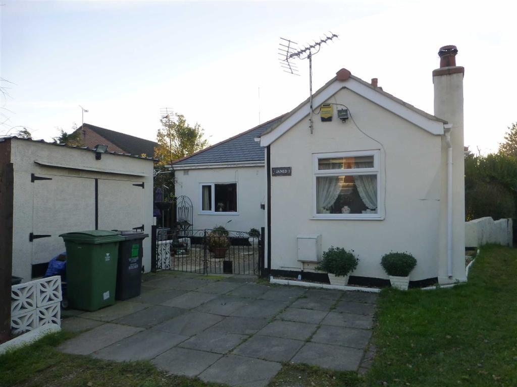 3 Bedrooms Detached Bungalow for sale in Clayton Road, Pentre Broughton, Wrexham