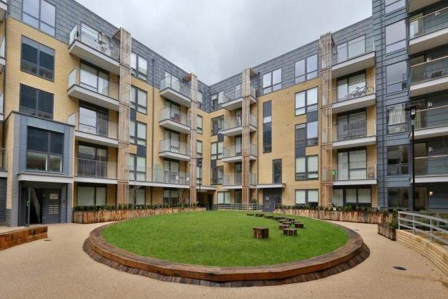 2 Bedrooms Flat for sale in Hertford Wharf,