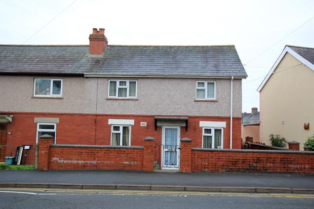 3 Bedrooms Semi Detached House for sale in Pentrefelin Street, Carmarthen, Carmarthenshire