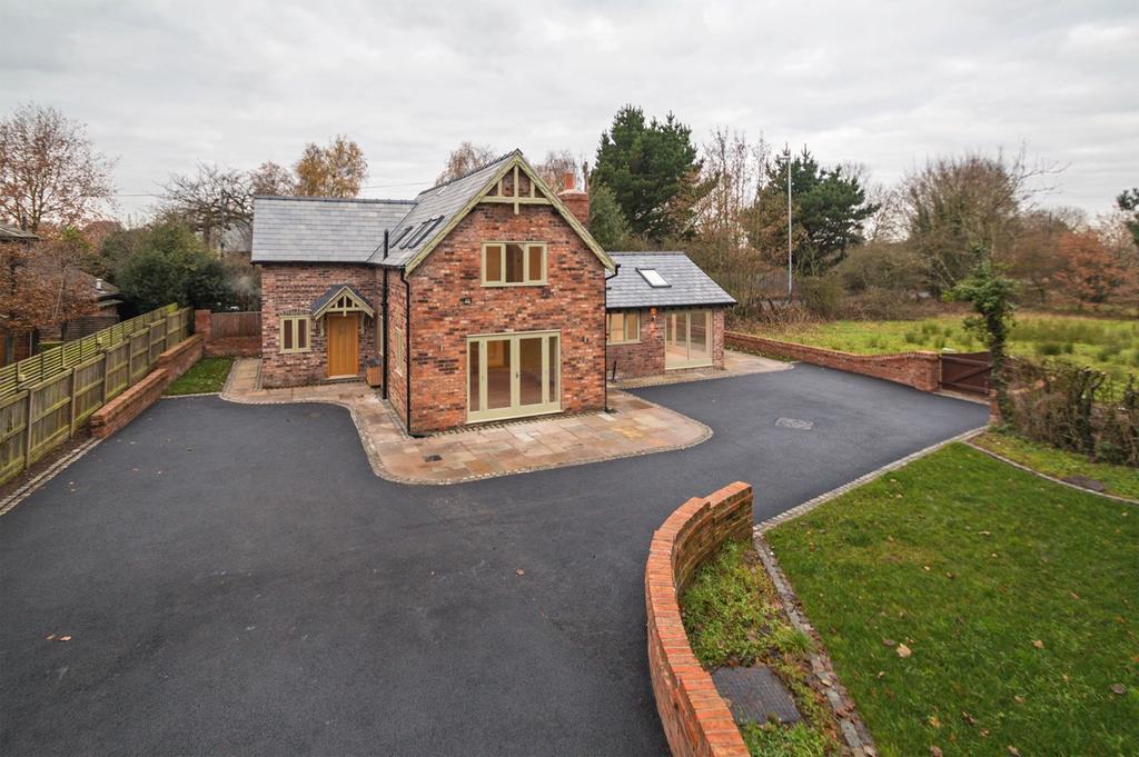 3 Bedrooms Detached House for sale in Warburton Lane, Warburton, Lymm, WA13