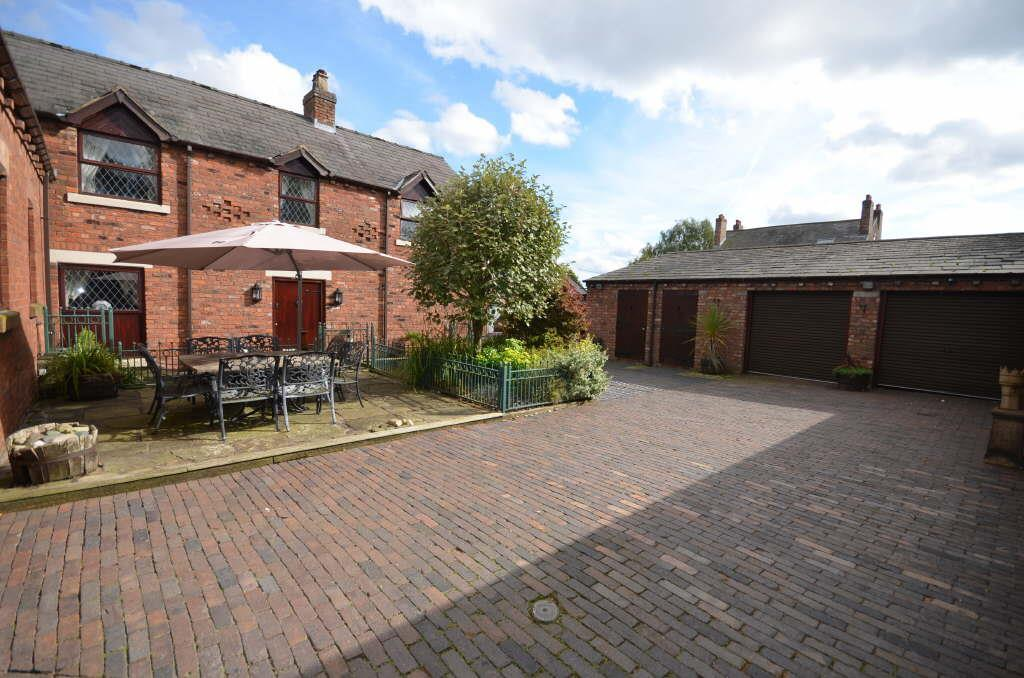 4 Bedrooms Detached House for sale in Garswood Old Road, Ashton In Makerfield