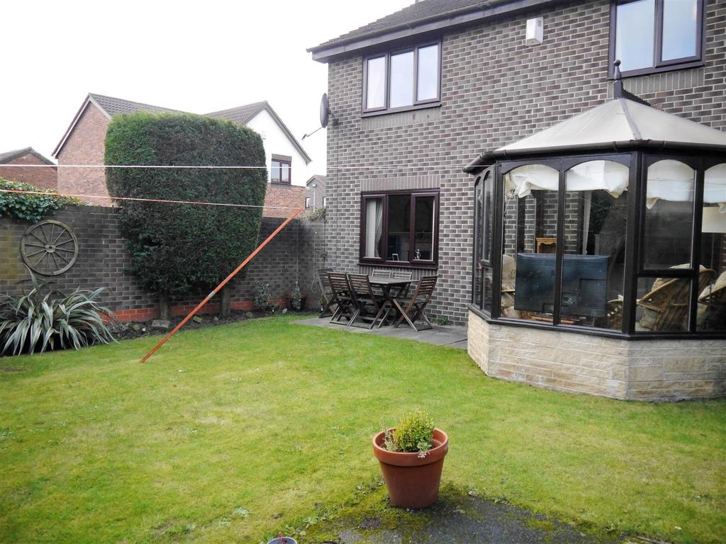 4 Bedrooms Detached House for sale in Cambrian Bar, Low Moor, Bradford, BD12 0EB