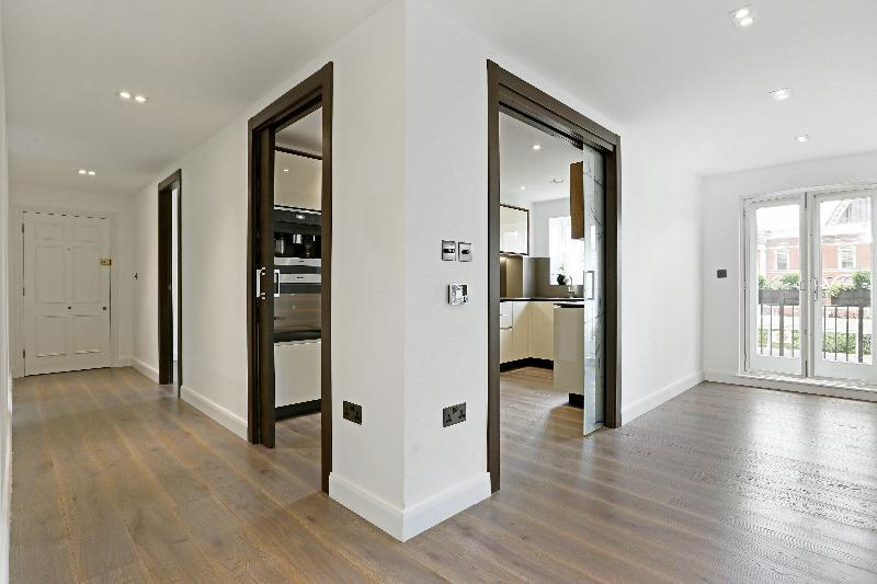 2 Bedrooms Flat for sale in Oakford House, 72 Russel Road, London