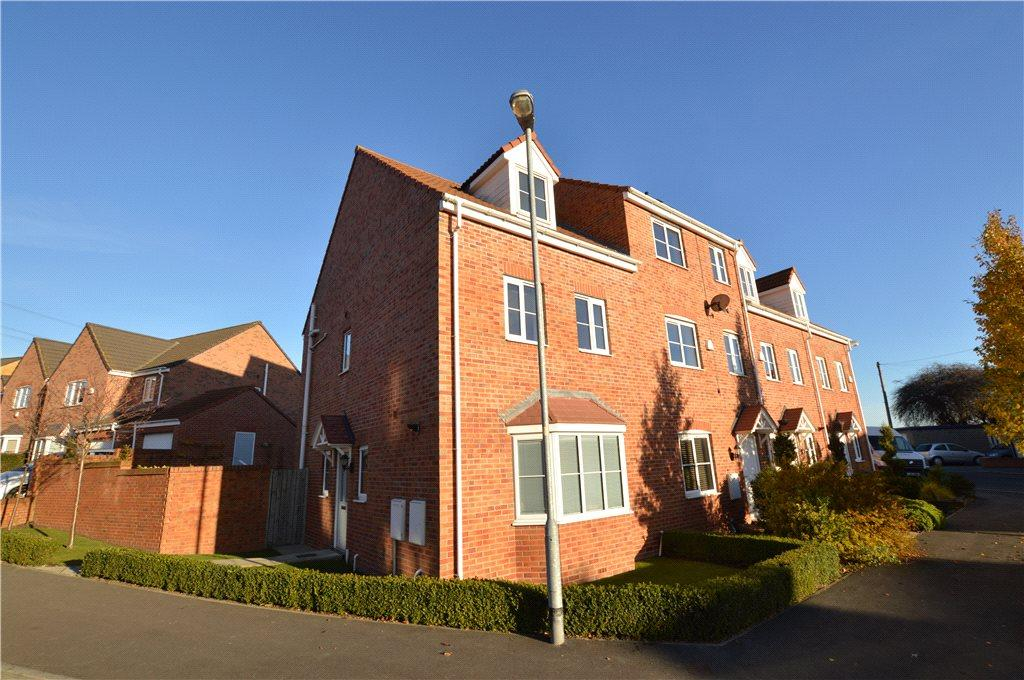 4 Bedrooms Semi Detached House for sale in Springfield Avenue, Lofthouse, Wakefield, West Yorkshire