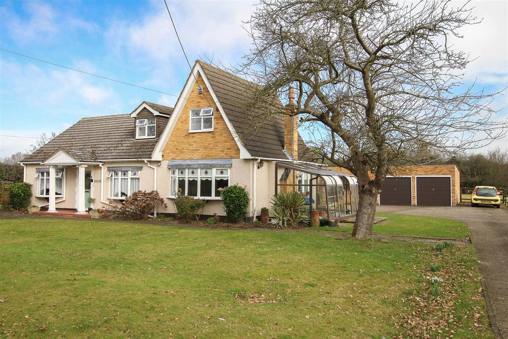 4 Bedrooms Detached House for sale in Old Crown Lane, Kelvedon Hatch, Brentwood