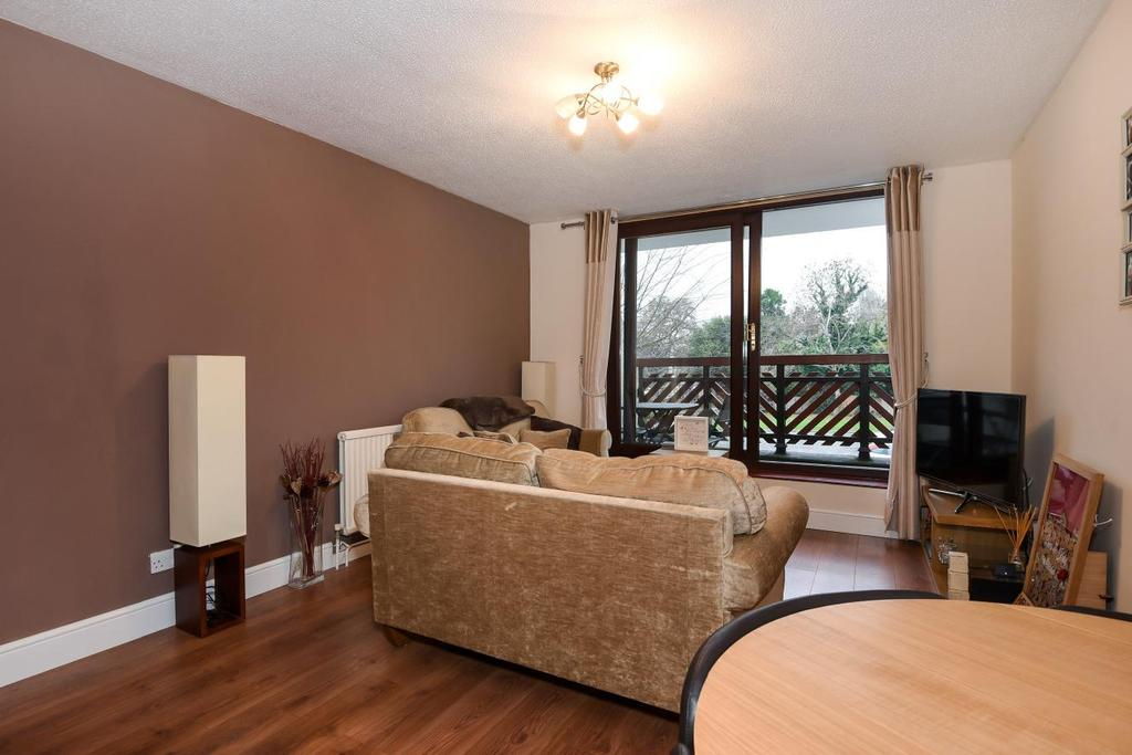 1 Bedroom Flat for sale in Buttermere Close, Morden, SM4