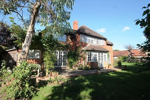 4 bedroom detached house to rent - Cookham