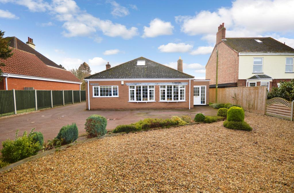 3 Bedrooms Detached Bungalow for sale in Grimston Road, South Wootton