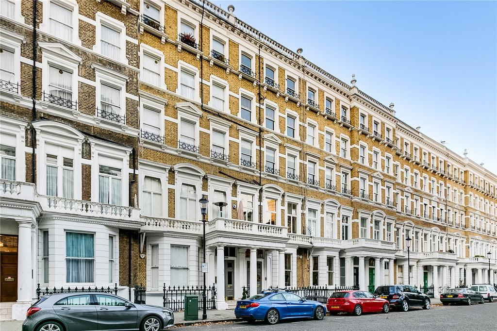 2 Bedrooms Flat for sale in Emperor's Gate, South Kensington, London