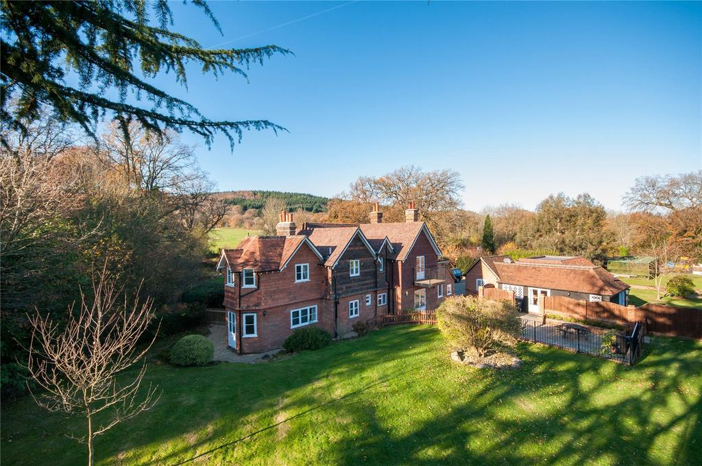 4 Bedrooms Detached House for sale in Betchetts Green, Holmwood, Dorking, Surrey, RH5