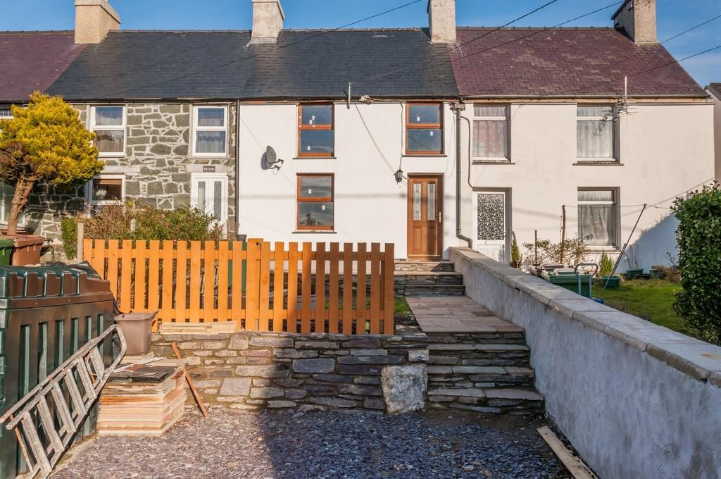 3 Bedrooms Terraced House for sale in Tan Y Fron Terrace, Y Fron, North Wales