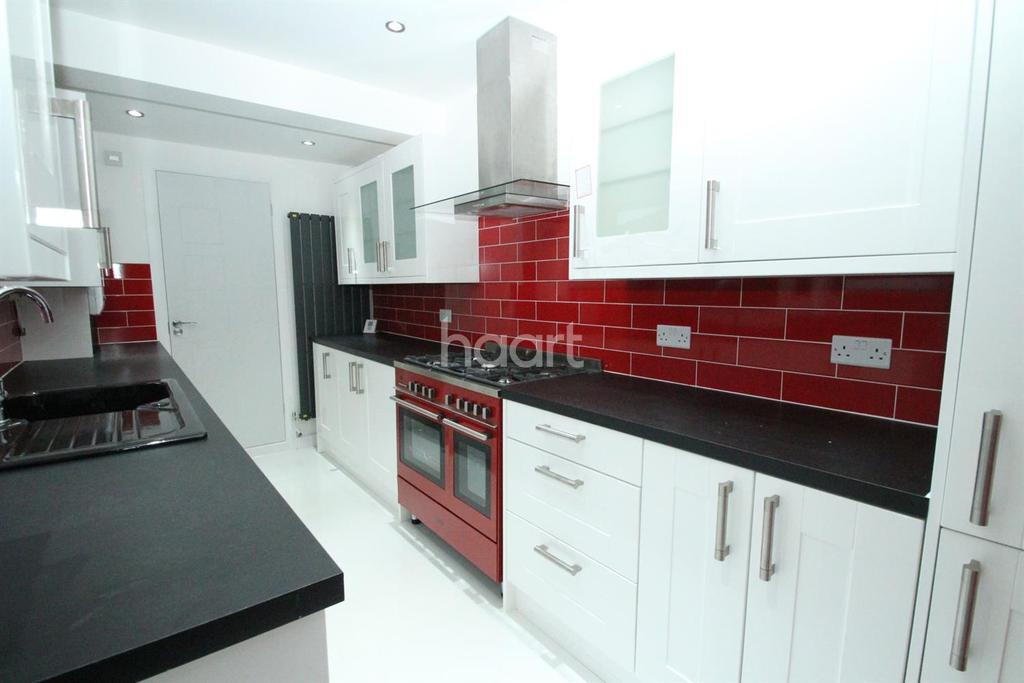 3 Bedrooms End Of Terrace House for sale in Clifton Avenue, Peterborough