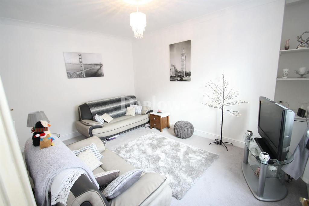 3 Bedrooms End Of Terrace House for sale in Ash Grove, Pentre