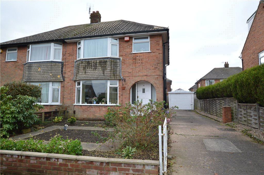 3 Bedrooms Semi Detached House for sale in Dean Park Avenue, Drighlington, Bradford