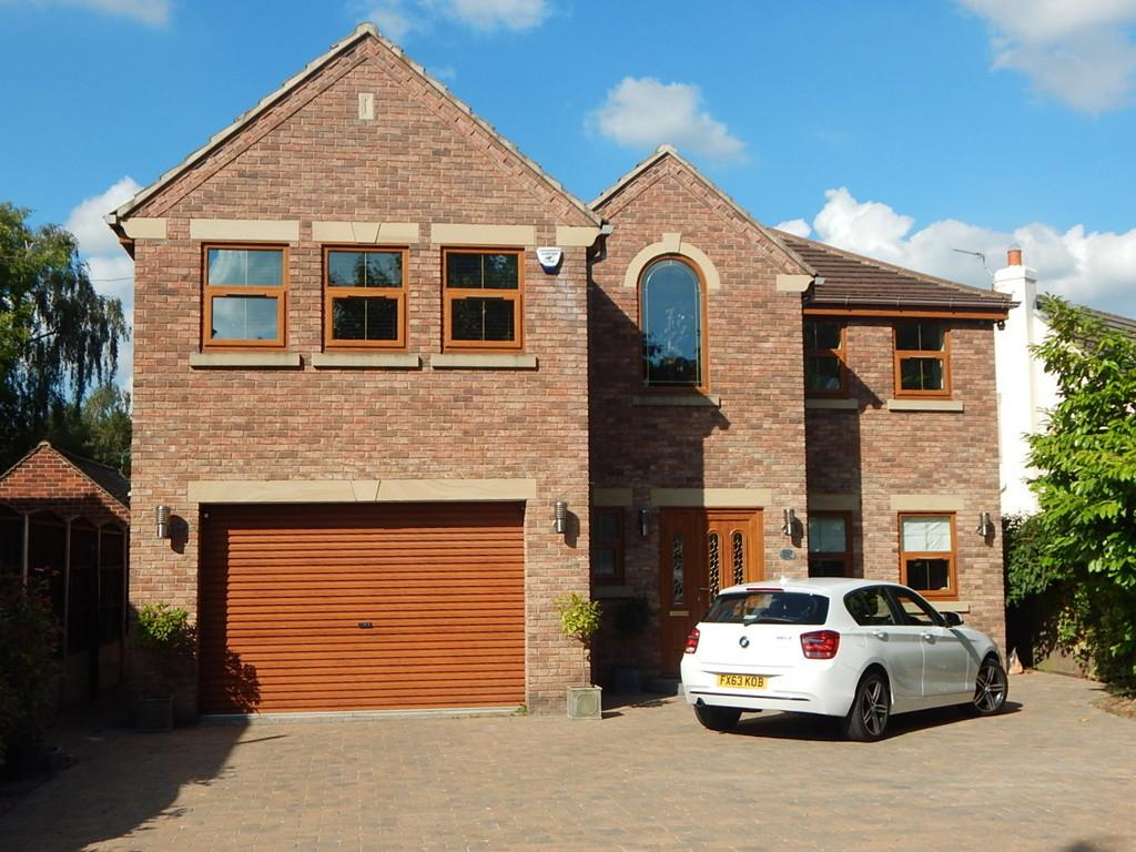 5 Bedrooms Detached House for sale in Bawtry Road, Bessacarr