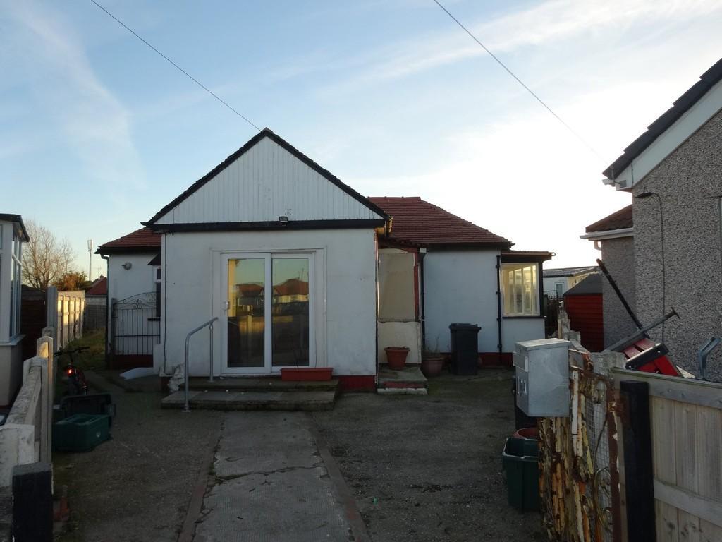 2 Bedrooms Detached Bungalow for sale in Aled Gardens, Kinmel Bay