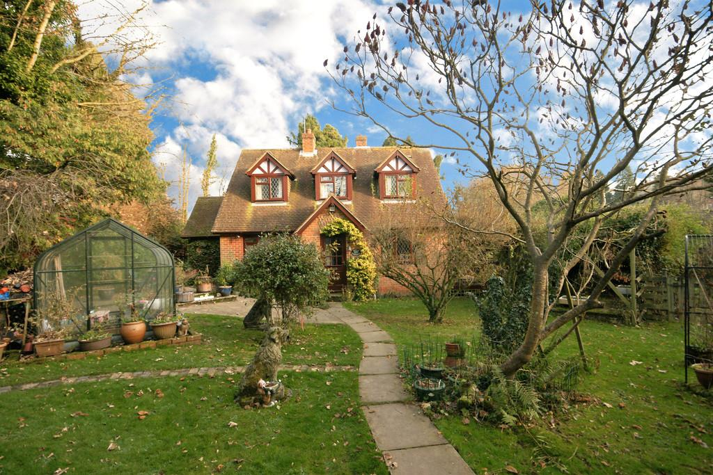 3 Bedrooms Detached House for sale in Kings Hill, BEECH, Hampshire
