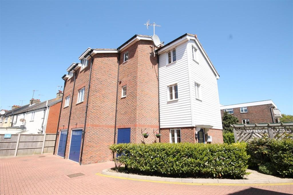 2 Bedrooms Flat for sale in Bridges Bank, Old Shoreham Road, Shoreham-by-Sea, BN43 5TF