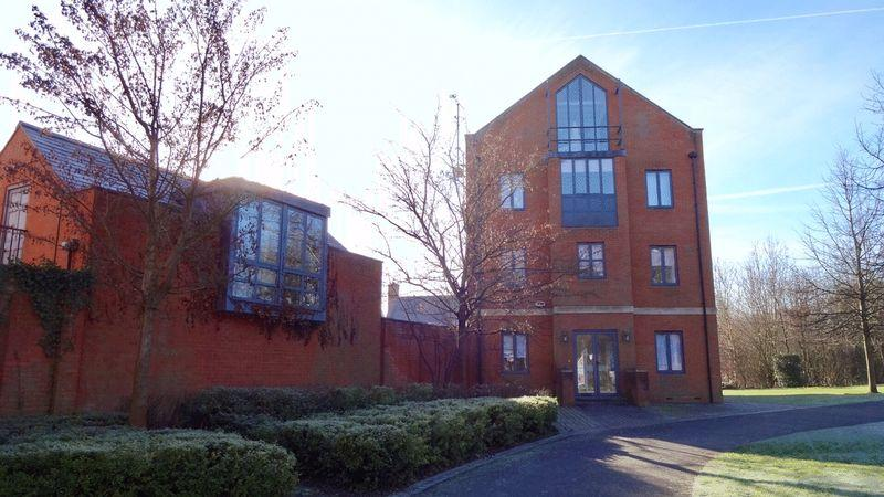 4 Bedrooms Town House for sale in The Chase, Newhall