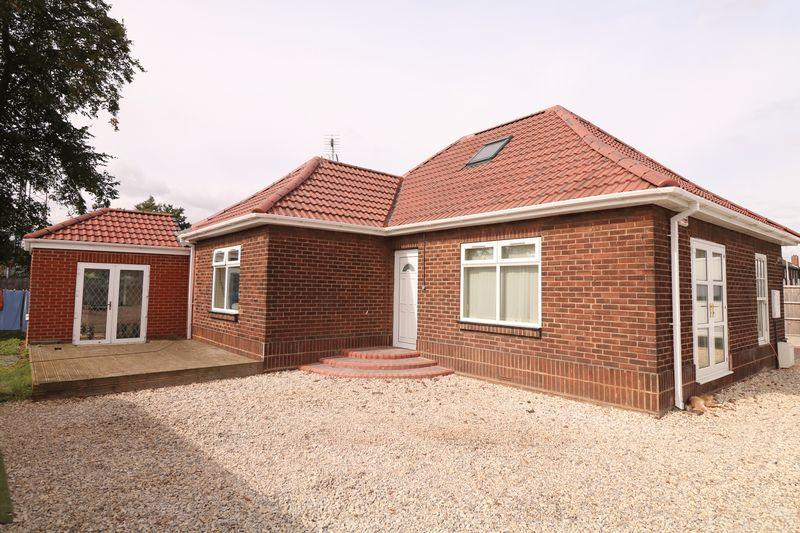 5 Bedrooms Detached Bungalow for sale in Kettering Road, Scunthorpe