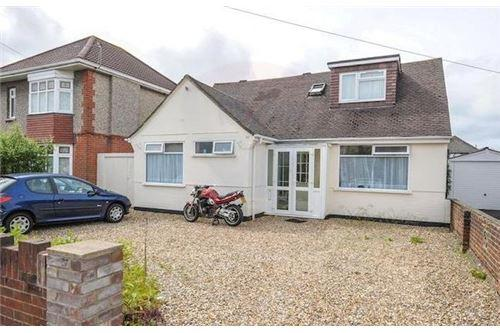 5 Bedrooms Bungalow for sale in Mossley Avenue, Poole, BH12