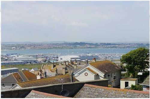 4 Bedrooms Maisonette Flat for sale in Fortuneswell, Portland, DT5