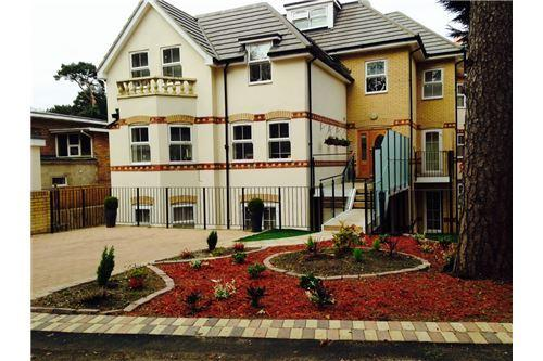 2 Bedrooms Apartment Flat for sale in East Overcliff Manor Road, , BH1