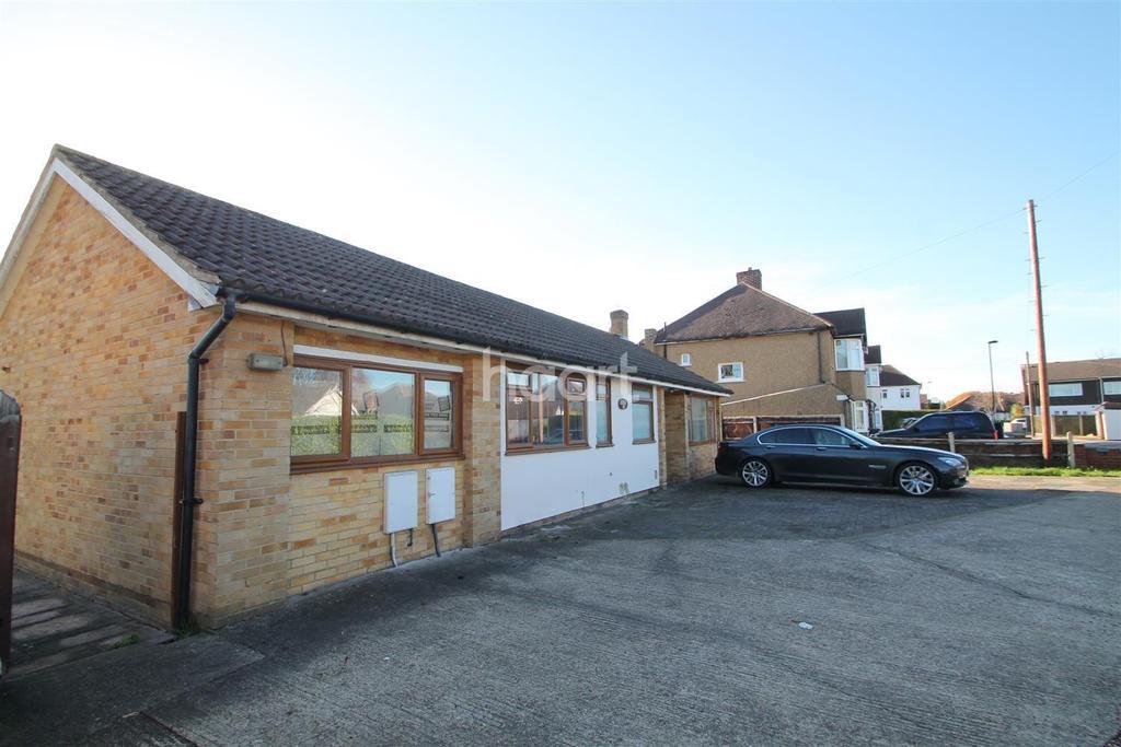 4 Bedrooms Bungalow for sale in Oak Way, Croydon, CR0