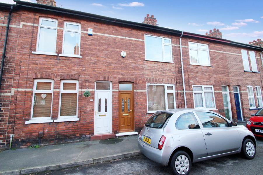 2 Bedrooms Terraced House for sale in CHATSWORTH TERRACE, YORK, YO26 4RZ