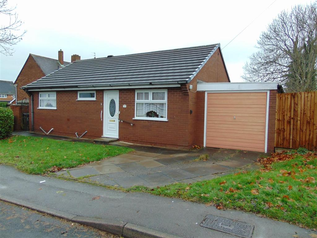2 Bedrooms Detached Bungalow for sale in Dartmouth Close, Walsall