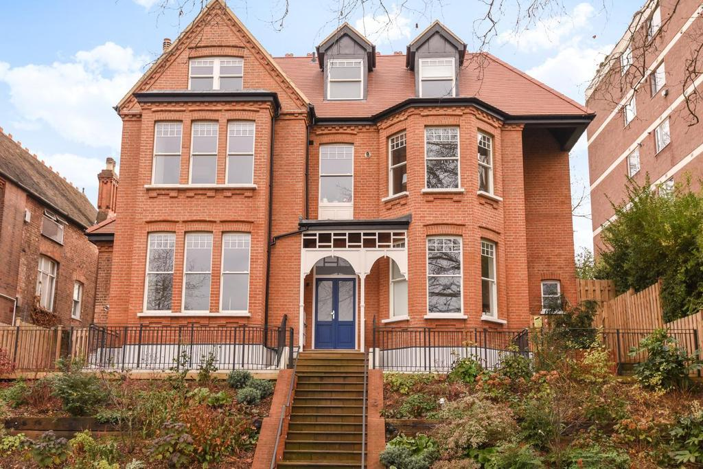 2 Bedrooms Flat for sale in Shepherds Hill, Highgate Hill, N6