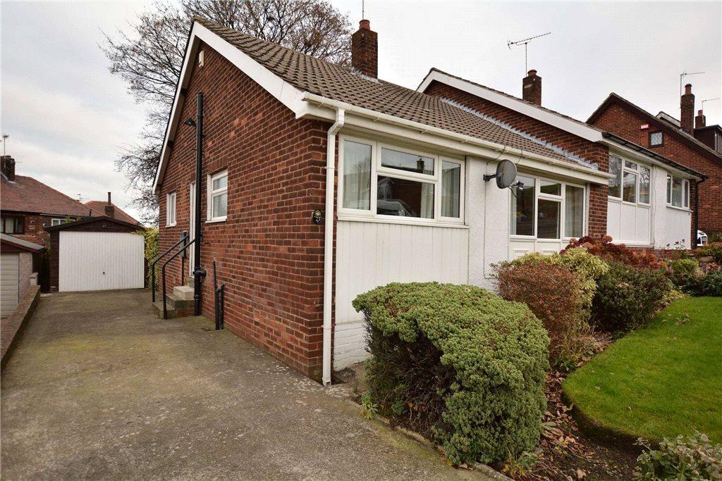2 Bedrooms Semi Detached Bungalow for sale in Beecroft Crescent, Leeds, West Yorkshire