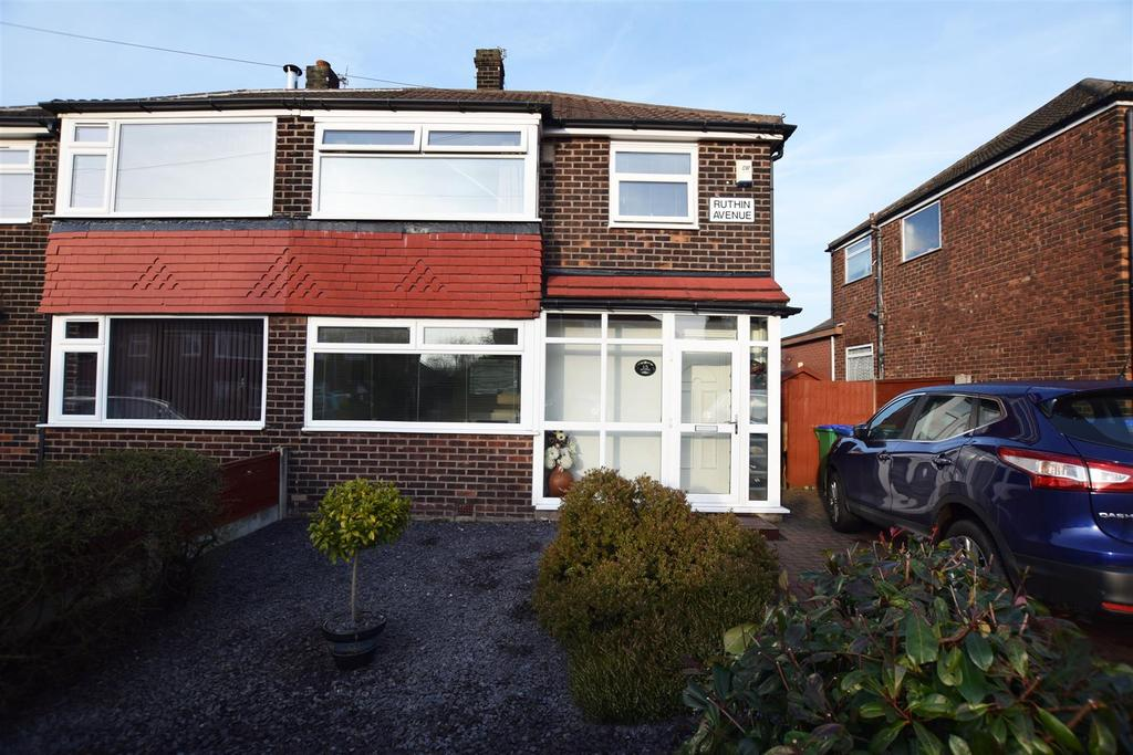 3 Bedrooms Semi Detached House for sale in Ruthin Avenue, Alkrington, Middleton