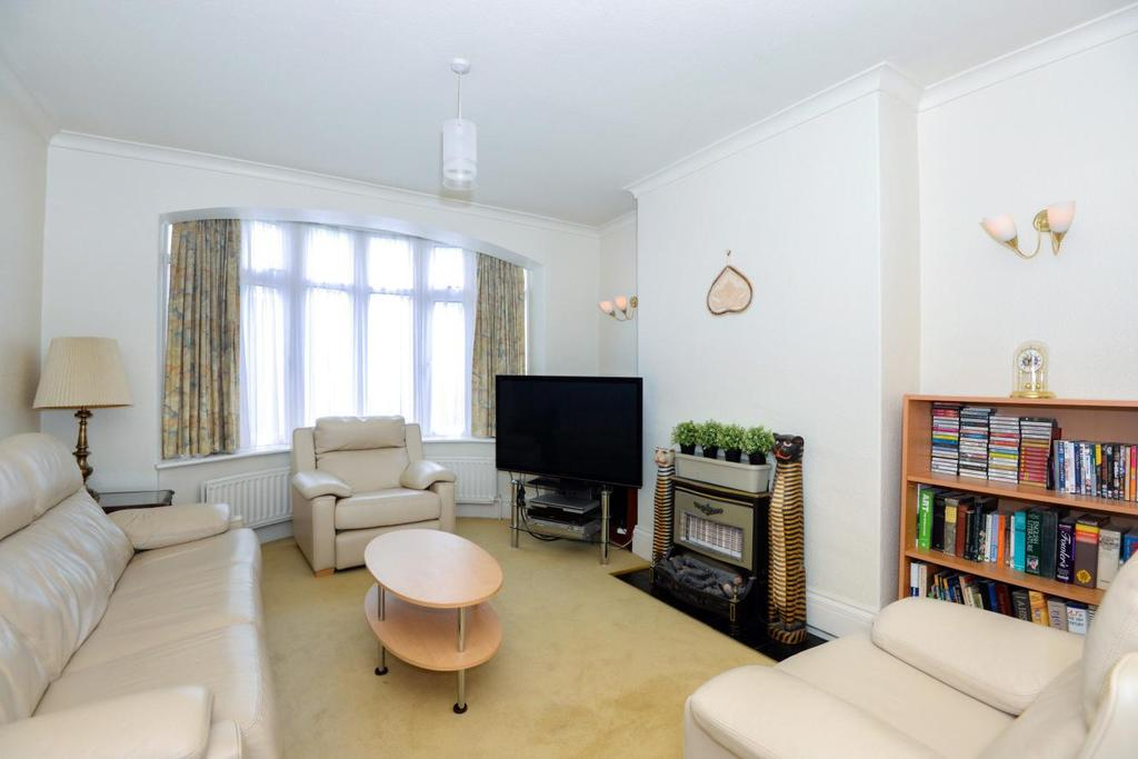 3 Bedrooms Semi Detached House for sale in Ferncroft Avenue, North Finchley, N12