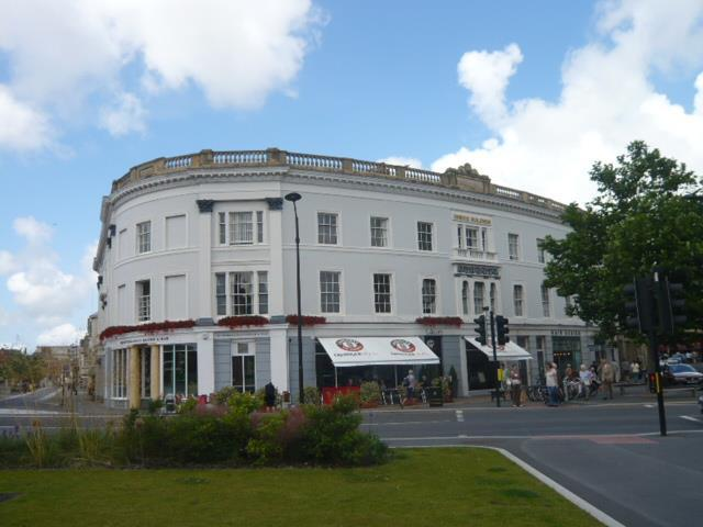 2 Bedrooms Flat for rent in The Square, Barnstaple