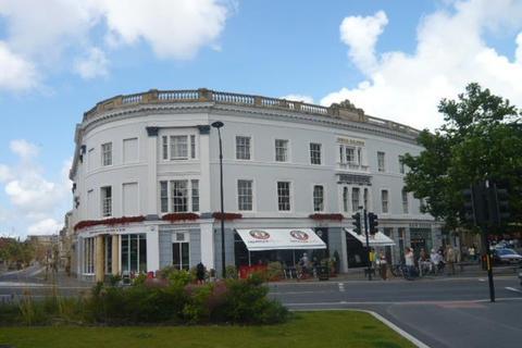 2 bedroom flat to rent - The Square, Barnstaple, EX32 8LW
