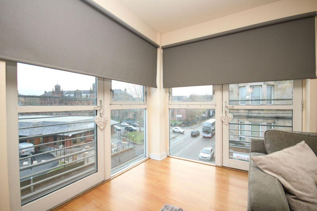 2 Bedrooms Flat for sale in 3/2 560 Pollokshaws Road, Pollokshields, Glasgow, G41 2PF