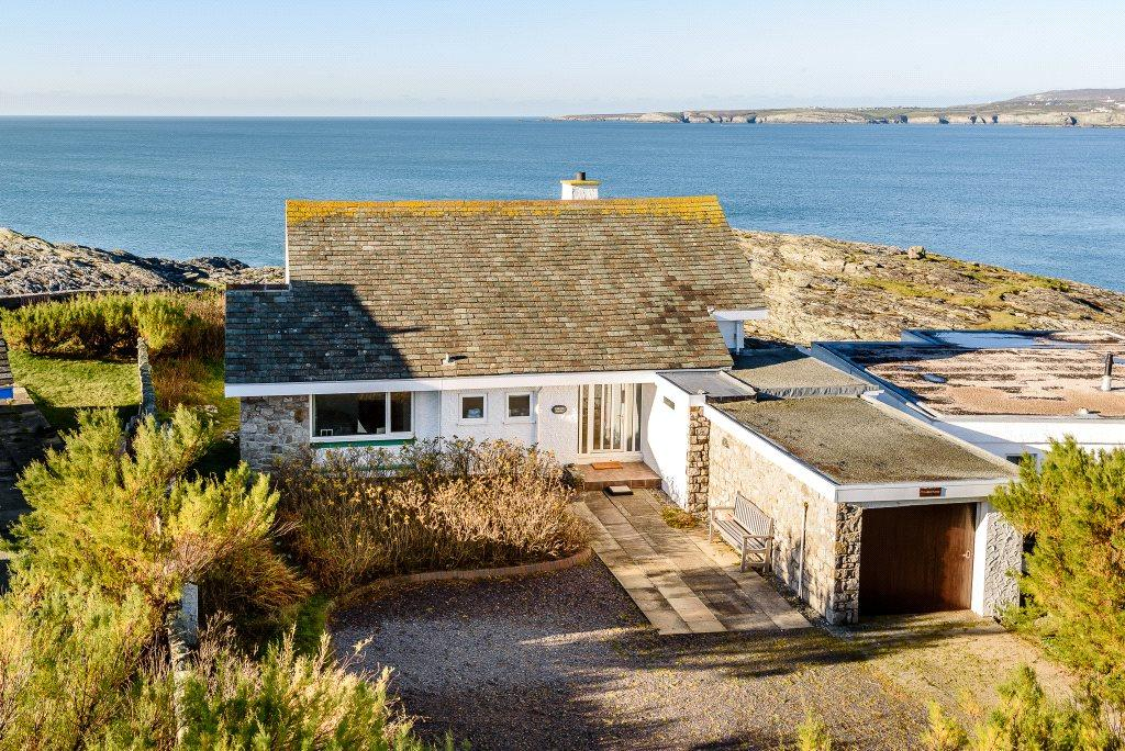 3 Bedrooms Detached House for sale in Ravenspoint Road, Trearddur Bay, Anglesey, LL65