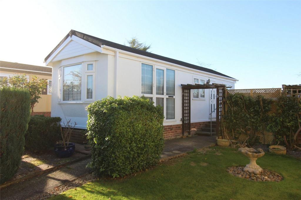 1 Bedroom Park Home Mobile Home for sale in Oughton Close, Hitchin, Hertfordshire