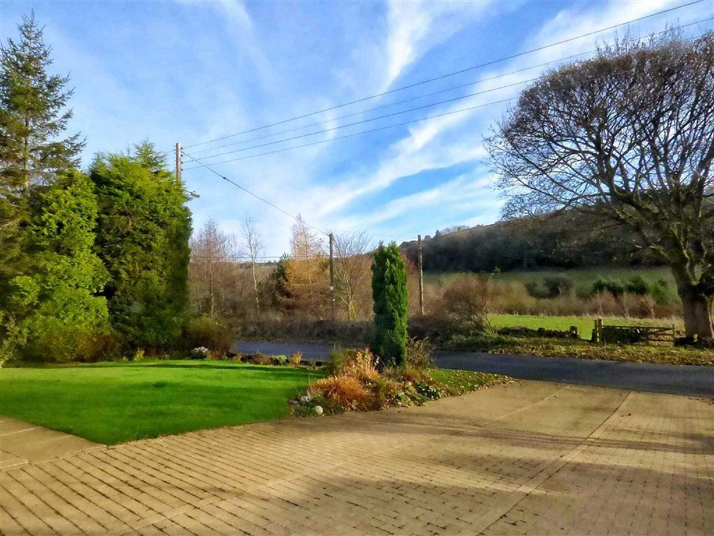 4 Bedrooms Detached House for sale in Fulstone Hall Lane, New Mill, HOLMFIRTH, West Yorkshire, HD9