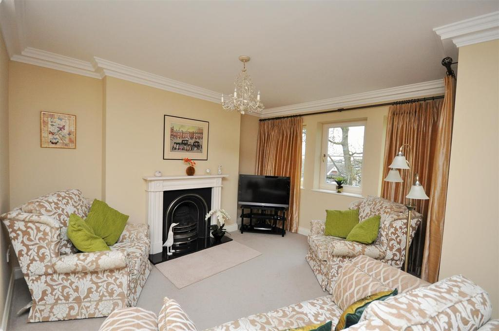3 Bedrooms Apartment Flat for sale in The Square, Tadcaster Road, York, YO24 1UR