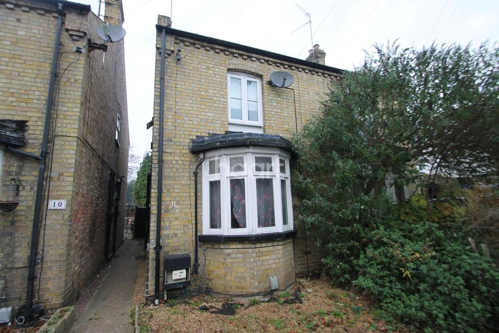 3 Bedrooms Semi Detached House for sale in Trafford Road