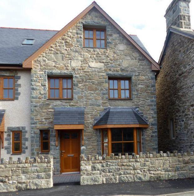 4 Bedrooms Mews House for sale in 5 Plas Newydd, Llanbedr, LL45