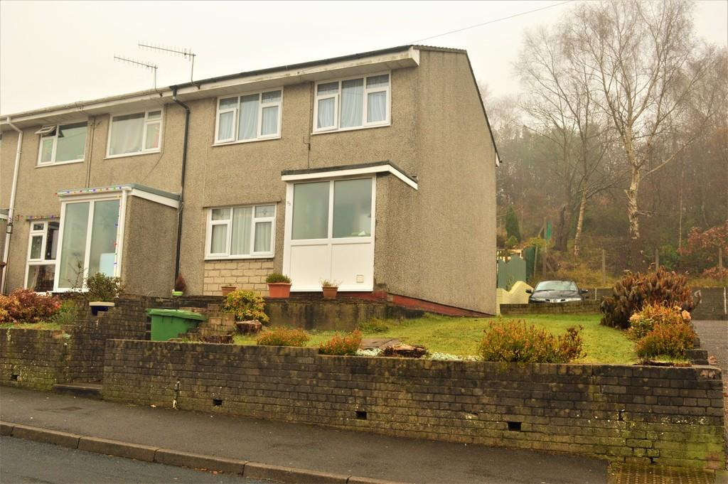 3 Bedrooms End Of Terrace House for sale in St Annes Gardens, Maesycwmmer