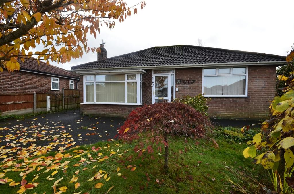 2 Bedrooms Detached Bungalow for sale in Thorneycroft Close, Timperley, Altrincham