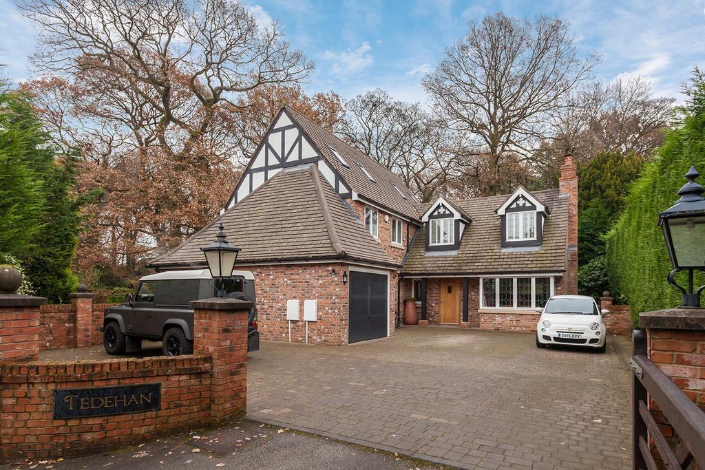 5 Bedrooms Detached House for sale in Woodside Lane, Poynton