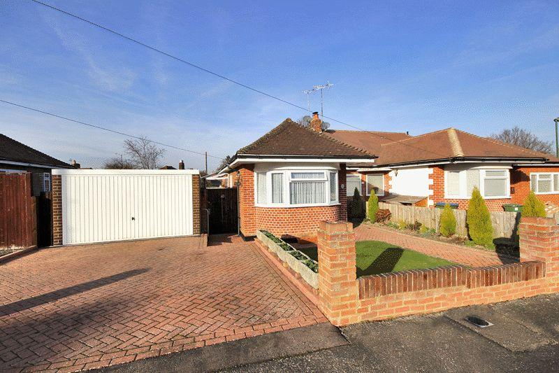 2 Bedrooms Semi Detached Bungalow for sale in Vale Drive, Horsham