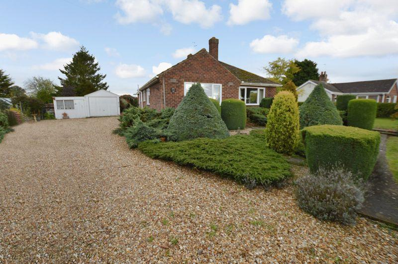 2 Bedrooms Detached Bungalow for sale in Willow Dale, Tattershall Road, Woodhall Spa