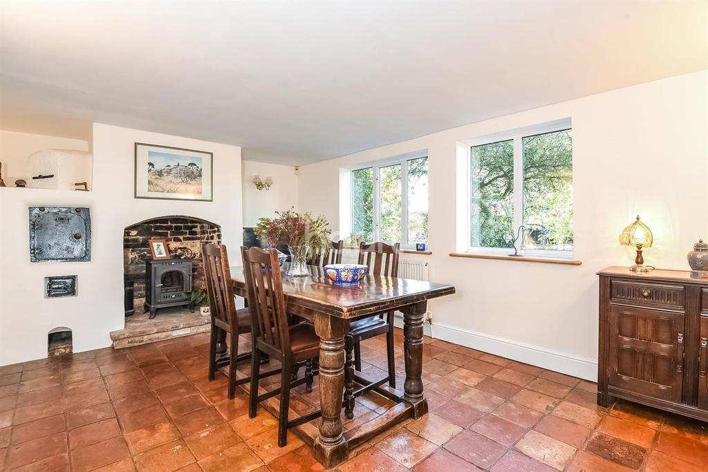 3 Bedrooms Detached House for sale in The Green, Saxlingham Nethergate